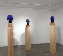 Kontra Ágnes: Kék fejek (installáció)